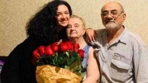 (ფოტო) იგი ცნობილი მომღერლის დედაა - ვინ არის კორონავირუსით გარდაცვლილი ქალი