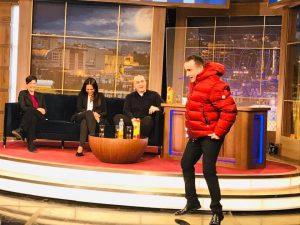 """(ფოტო) ნიკა მელიას წითელი ქურთუკი ვანო ჯავახიშვილმა მოირგო: """"მას მერე არ მცმია..."""""""